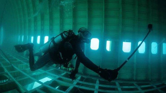 Літак на дні океану перетворили на незвичайний тематичний парк - фото 359340