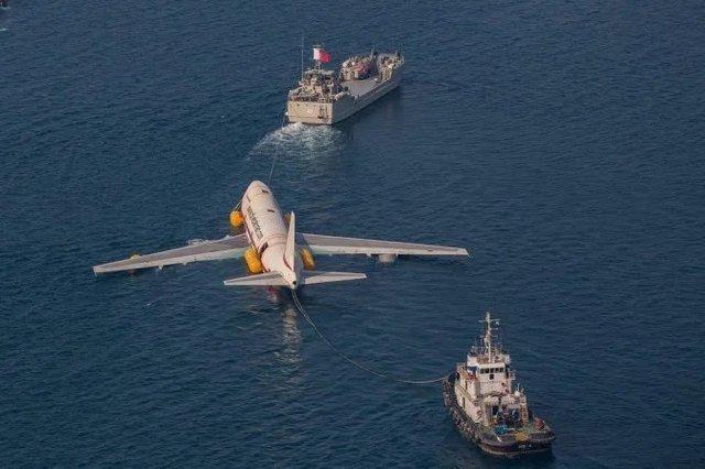 Літак на дні океану перетворили на незвичайний тематичний парк - фото 359343