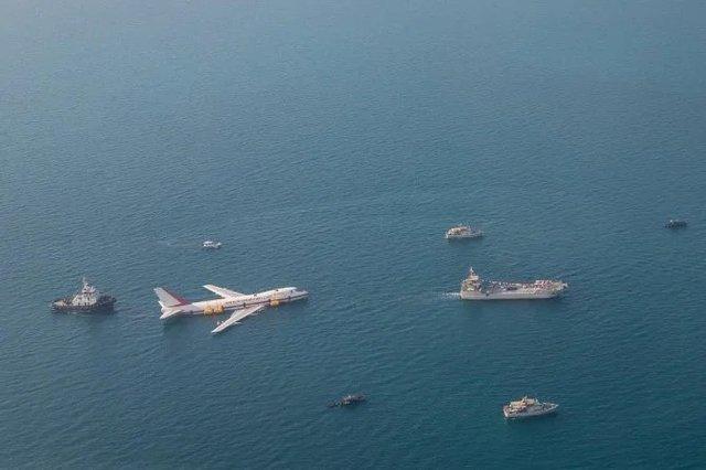 Літак на дні океану перетворили на незвичайний тематичний парк - фото 359346