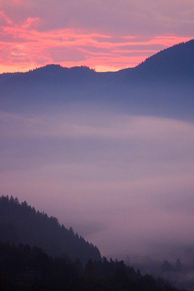 Осінній ранок у Карпатах: приголомшливі фото гір, які надихнуть вас на подорож - фото 359428