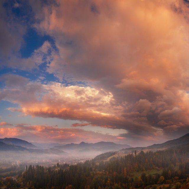 Осінній ранок у Карпатах: приголомшливі фото гір, які надихнуть вас на подорож - фото 359430