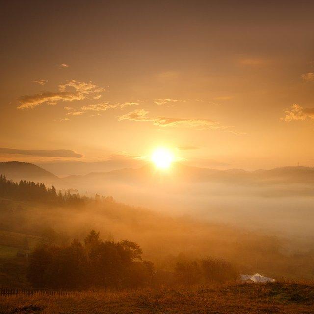 Осінній ранок у Карпатах: приголомшливі фото гір, які надихнуть вас на подорож - фото 359434