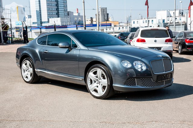 Відомий автомобільний критик назвав найкращий суперкар року - фото 359472