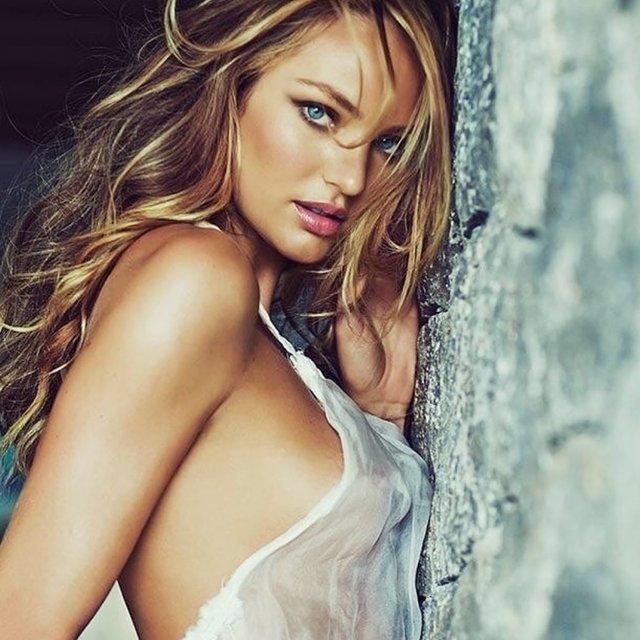 Модель Victoria's Secret засвітила бюст у мокрій футболці (18+) - фото 359662