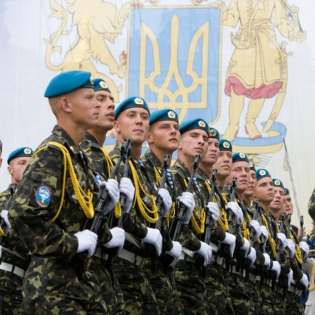 Привітання з Днем захисника України у прозі: побажання своїми словами - фото 359709