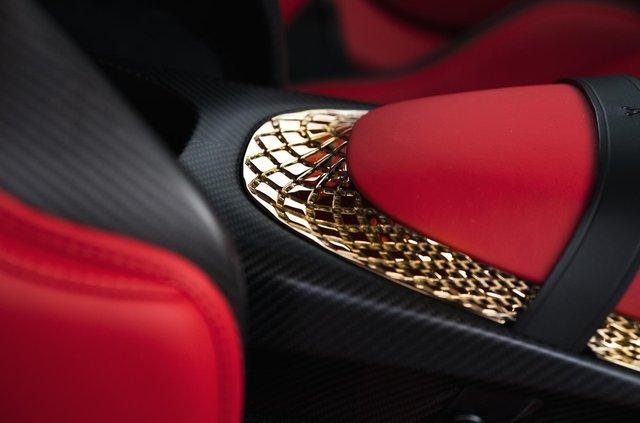 Aston Martin показав найдорожчу модель у своїй історії - фото 359832