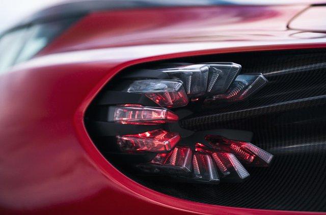Aston Martin показав найдорожчу модель у своїй історії - фото 359839
