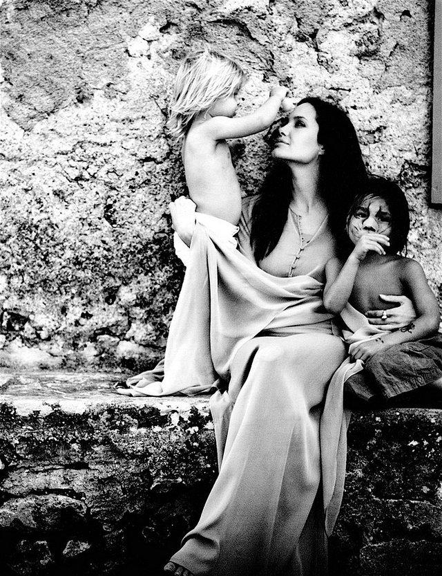 Унікальні фотографії Джолі, зроблені Бредом Піттом - фото 360384