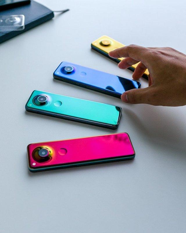Дуууже довгий: представлений смартфон нового типу з витягнутим екраном - фото 360625