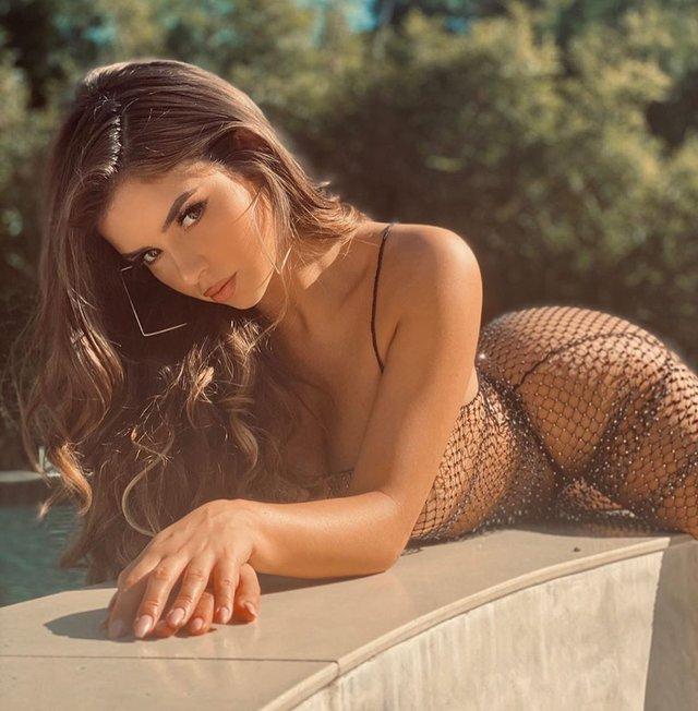 Сексуальна Демі Роуз зваблює фанатів у сіточці на голе тіло (18+) - фото 360725