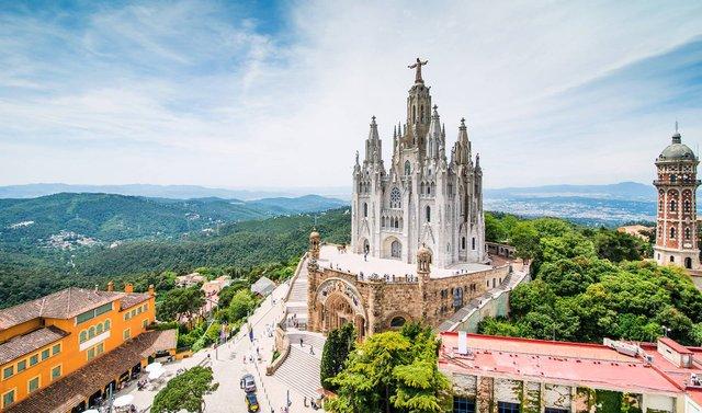 Барселона увійшла у першу десятку завантажених міст - фото 360766