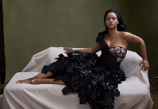 Розкішна Rihanna розповіла про новий альбом зі сторінок глянцю - фото 360806