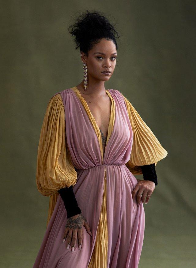 Розкішна Rihanna розповіла про новий альбом зі сторінок глянцю - фото 360807