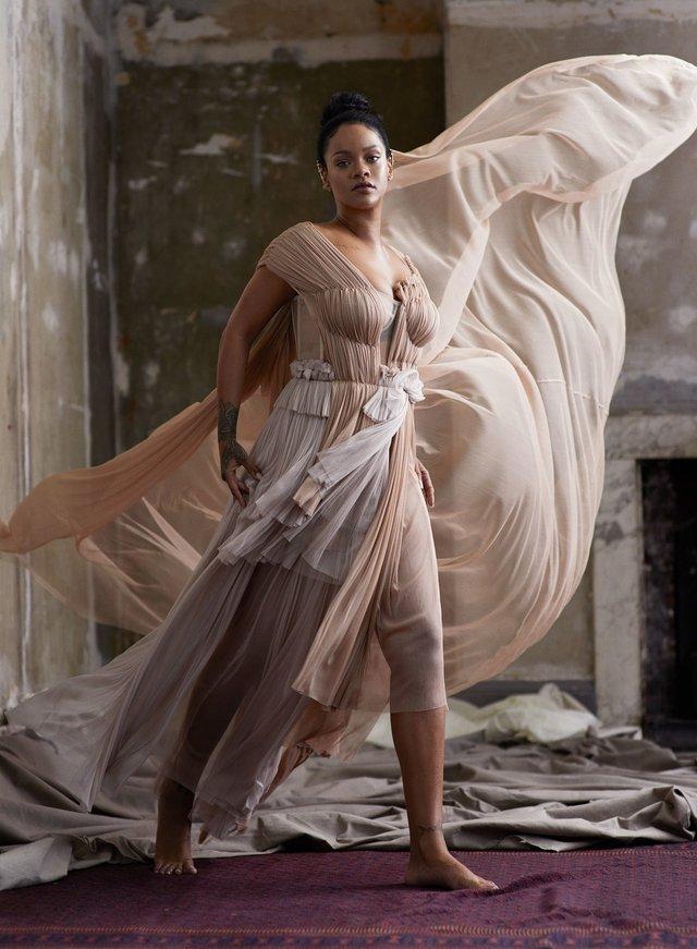 Розкішна Rihanna розповіла про новий альбом зі сторінок глянцю - фото 360808