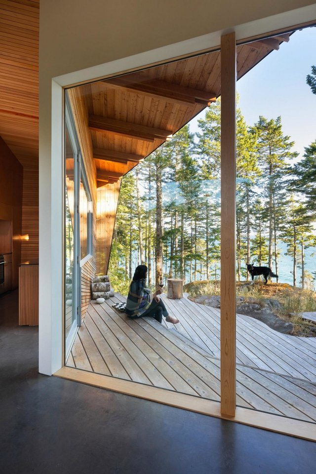 Архітектори створили незвичайний дім посеред лісу в Канаді: фото - фото 361317