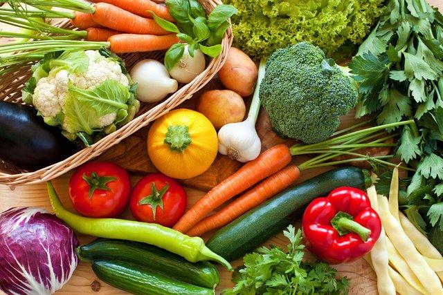 Додайте до раціону якомога більше овочів і фруктів - фото 361959