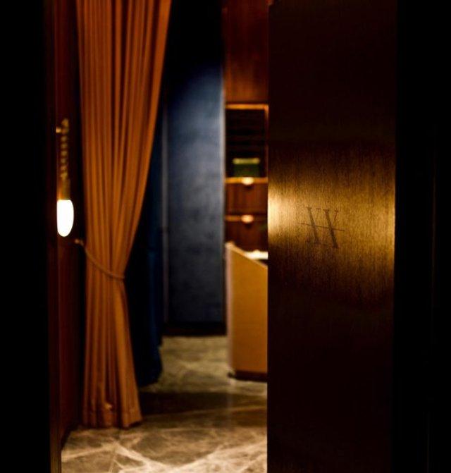 У Гонконзі відкрили таємний бар лише для дівчат - фото 362007