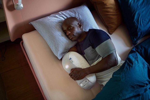 Створено подушку-робота, яка допомагає заснути - фото 362258