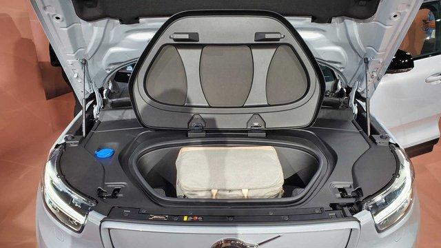 Volvo представила свій перший електромобіль: фото - фото 362276