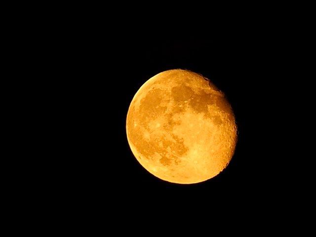 Жовтий місяць  - фото 362334