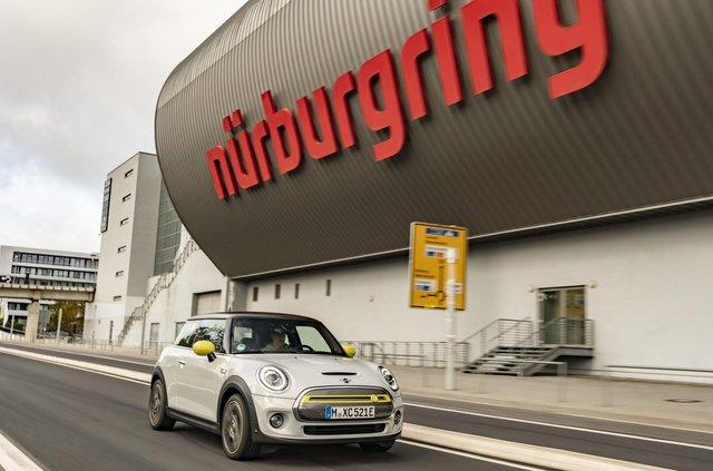 Електричний MINI встановить незвичайний рекорд на Нюрбургринзі - фото 362390