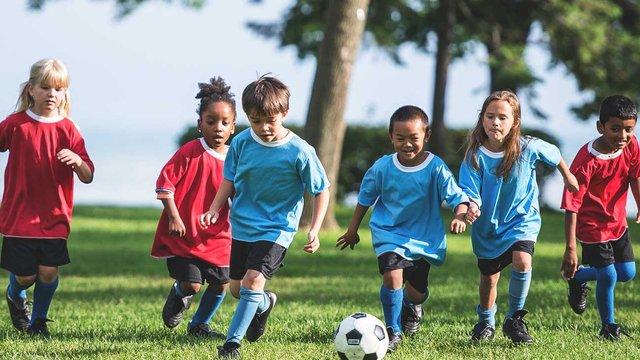 Дітей не слід перевантажувати фізичними вправами - фото 362526