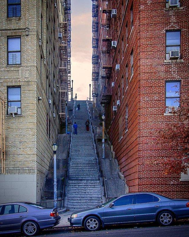Сходи з Джокера: непримітну локацію Бронкса наповнили туристи і блогери (фоторепортаж) - фото 362819
