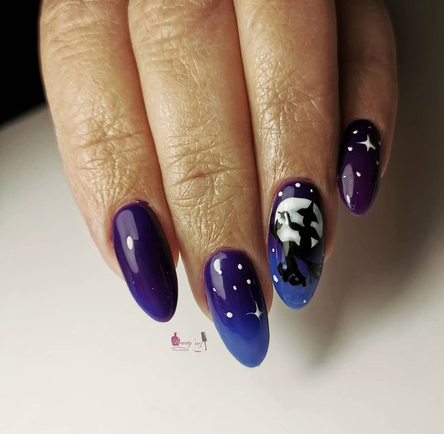 Манікюр на Хеловін 2019: модні тренди дизайну нігтів у фото - фото 363029