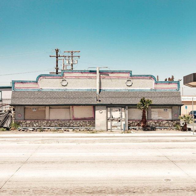 Як виглядають придорожні стрип-клуби у США: яскравий фотопроєкт - фото 363222