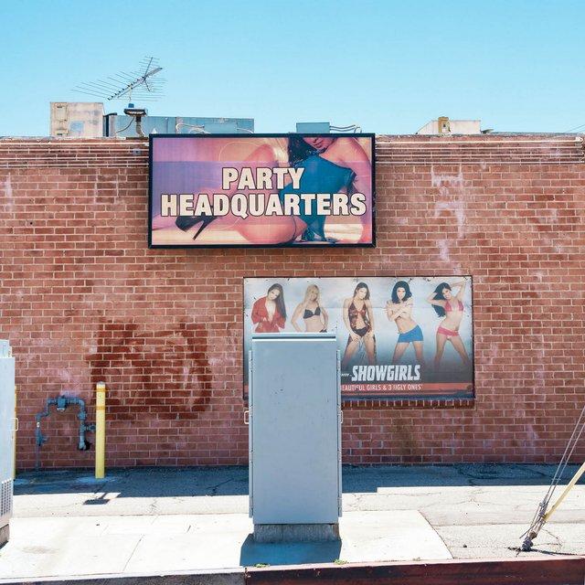 Як виглядають придорожні стрип-клуби у США: яскравий фотопроєкт - фото 363227