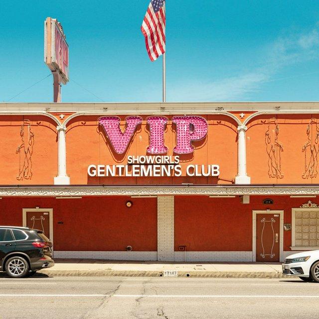 Як виглядають придорожні стрип-клуби у США: яскравий фотопроєкт - фото 363228