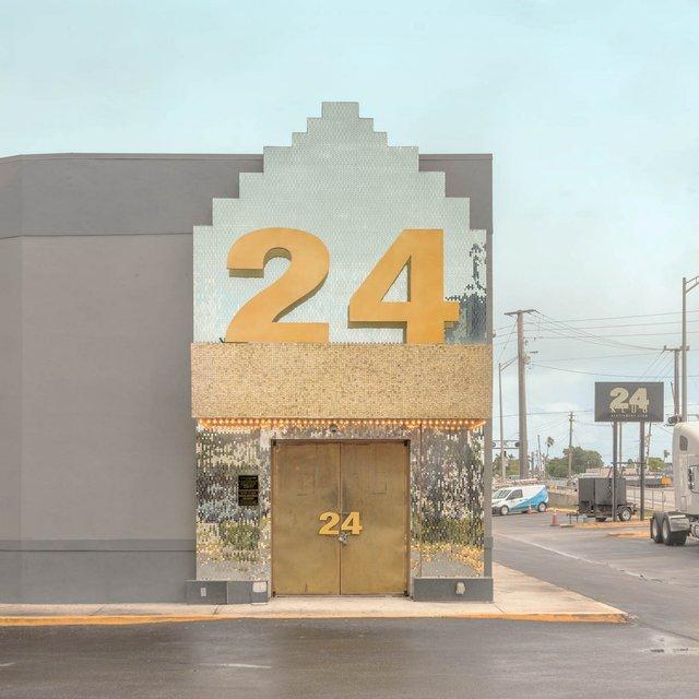 Як виглядають придорожні стрип-клуби у США: яскравий фотопроєкт - фото 363234