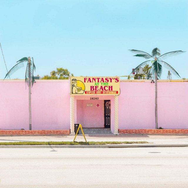 Як виглядають придорожні стрип-клуби у США: яскравий фотопроєкт - фото 363237