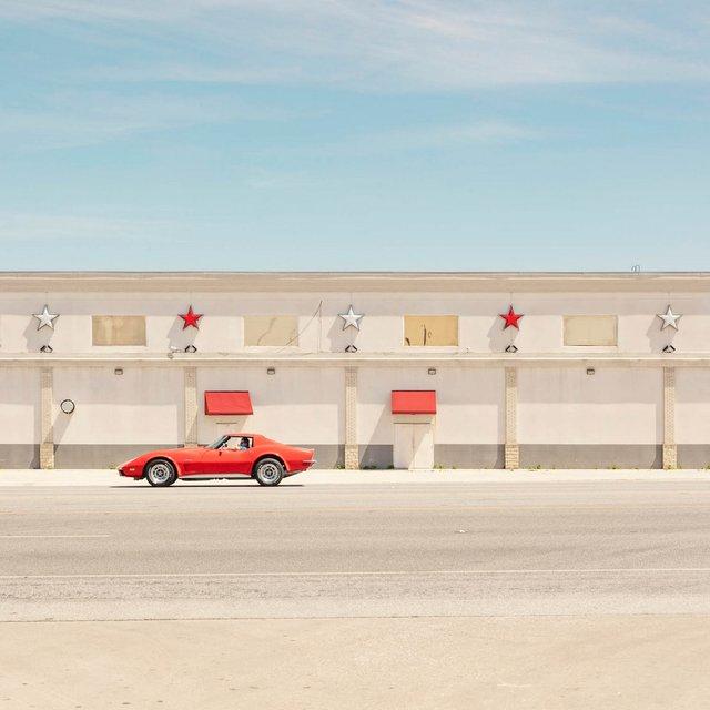 Як виглядають придорожні стрип-клуби у США: яскравий фотопроєкт - фото 363243