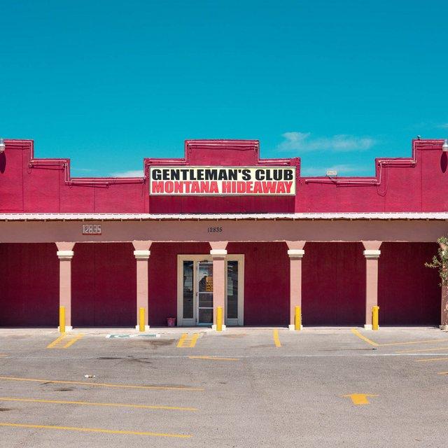 Як виглядають придорожні стрип-клуби у США: яскравий фотопроєкт - фото 363244