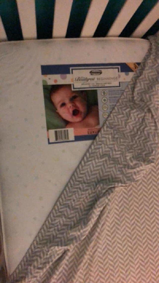 Дитина-примара: американку шокувала дивна знахідка в ліжечку сина (моторошне фото) - фото 363248