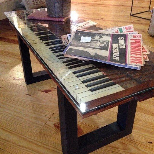 Старі піаніно перетворили у стильні меблі: ідеї для декору - фото 363381