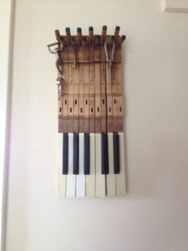 Старі піаніно перетворили у стильні меблі: ідеї для декору - фото 363386