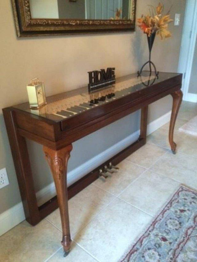 Старі піаніно перетворили у стильні меблі: ідеї для декору - фото 363389