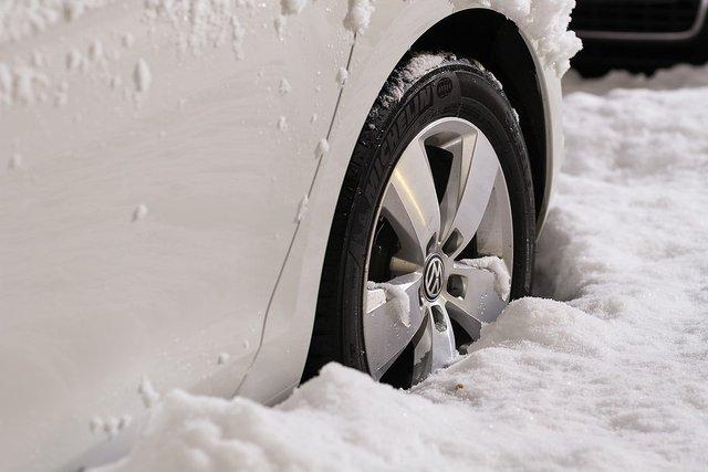 Міняємо літні шини на зимові: поради, коли і як правильно перевзути авто - фото 364287