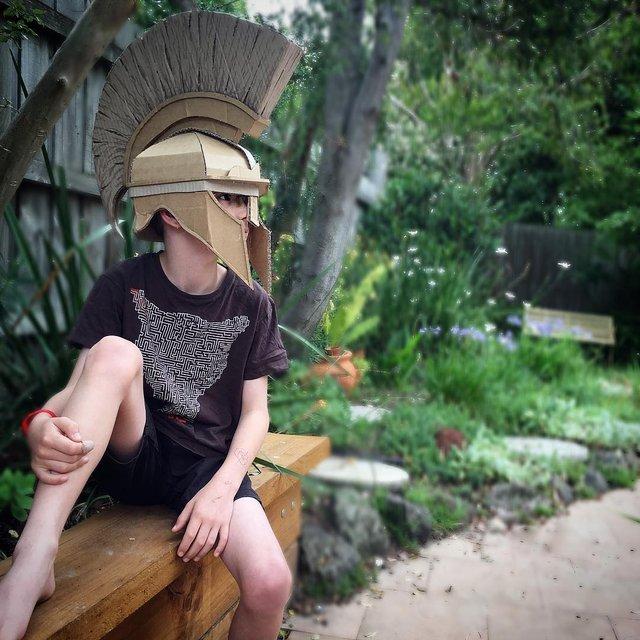 Австралійка робить картонні костюми на Хеловін, які дивують (фото) - фото 364820