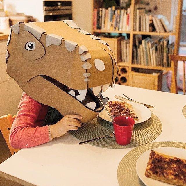 Австралійка робить картонні костюми на Хеловін, які дивують (фото) - фото 364825