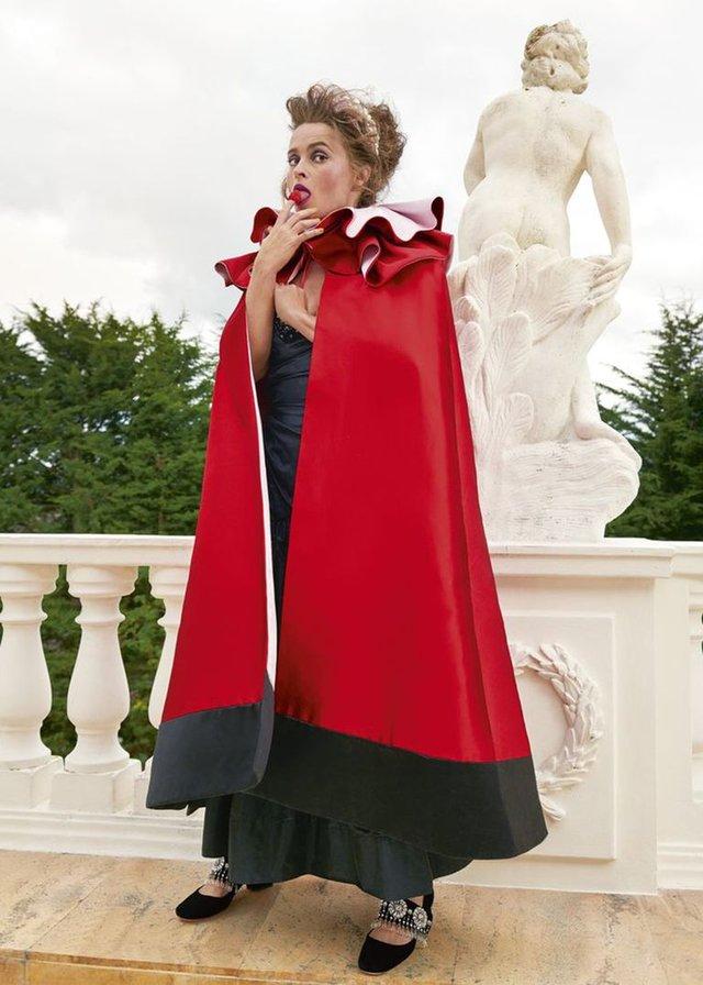 Зірка Гаррі Поттера знялась у розкішній фотосесії: Єлизавета ІІ оцінила б - фото 365273