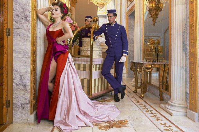 Зірка Гаррі Поттера знялась у розкішній фотосесії: Єлизавета ІІ оцінила б - фото 365275