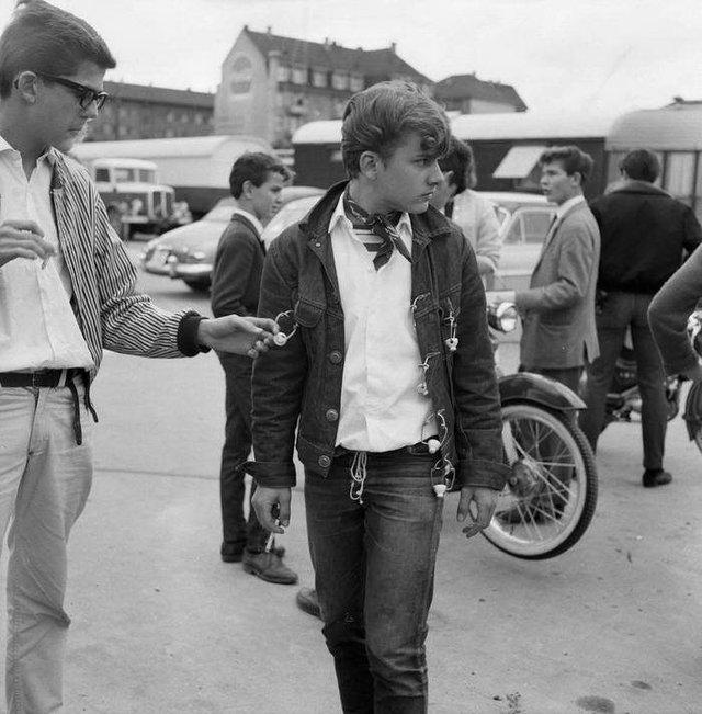 Бунтівна молодь 50-х у рідкісних знімках - фото 365319