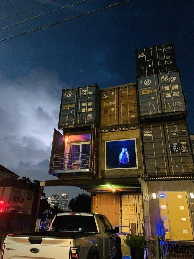Дизайнер звів дім своєї мрії з вантажних контейнерів (фото) - фото 365418