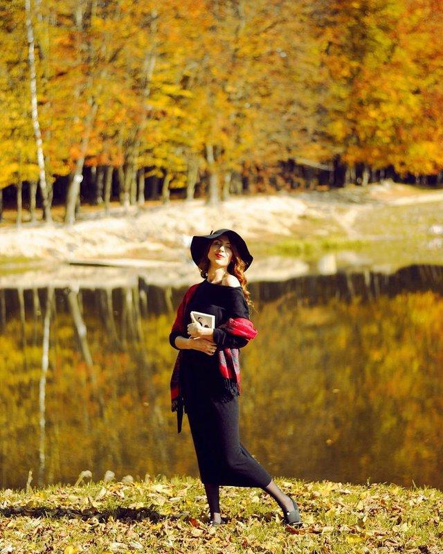 Пози для осінньої фотосесії: ідеї, як зробити гарне фото для Instagram - фото 365478