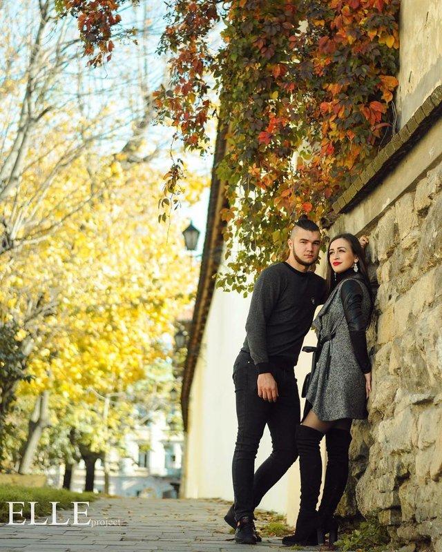 Пози для осінньої фотосесії: ідеї, як зробити гарне фото для Instagram - фото 365502