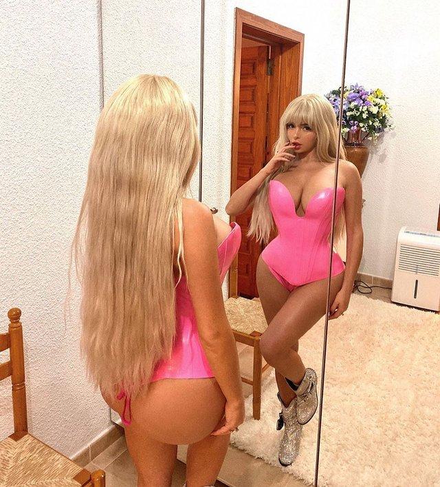 Сексуальна барбі: Демі Роуз розбурхала фанів гарячими фото - фото 365788