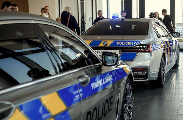 На стражі порядку: чеські копи їздитимуть на новеньких BMW 7 серії - фото 365967